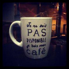 Idée cadeaux pour mon collègue informaticien, toujours occupé ! Mug Je ne suis pas disponible, je bois mon café !