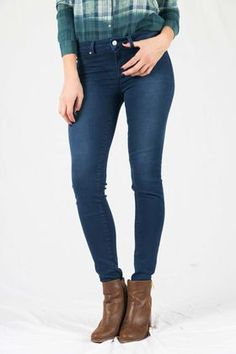 Envy Acelina Jeans by LTB have a flat-faced waistband with a covered zip fastening and button closure. They feature a classic five pocket design, with a super skinny leg fit. The women's pants fall down to approximately the ankle with a straight hem. Comes in a medium dark denim.