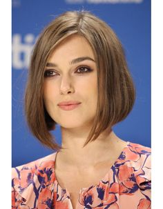 Keira Knightley keeps her graduated bob an inch below her chin and adds a subtle side parting to stop her face looking too round. The actress side-parts a classic bob, which features graduated layers that are longest in the front. Mens Hairstyles Thin Hair, Classy Hairstyles, Holiday Hairstyles, Diy Hairstyles, Shaved Hairstyles, Celebrity Hairstyles, Hair Styles 2016, Short Hair Styles, Bob Styles