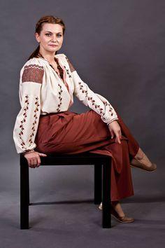 Romania, Saree, Costumes, Popular, Country, Fashion, Moda, Dress Up Clothes, Rural Area