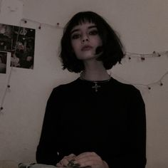 Hair Dark Black Beauty 28 Ideas Hair Dark Black Beauty 28 Id Short Black Hairstyles beauty Black Dark hair Ideas Black Hair Aesthetic, Aesthetic Grunge, Aesthetic Girl, Poses, Pretty People, Beautiful People, Mathilda Lando, Rides Front, Short Black Hairstyles