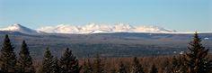 태양조선의 기상안고 거연히 솟아 빛나는 혁명의 성산 백두산