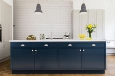 Frillen with Hague Blue Island | Sola Kitchens