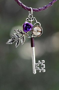 Purple Rose Key Necklace by KeypersCove on Etsy - I collect keys and I just think this is an adorable way to make them more unique. Key Jewelry, Cute Jewelry, Jewelery, Jewelry Accessories, Purple Love, All Things Purple, Shades Of Purple, Steampunk Accessoires, Rose Violette