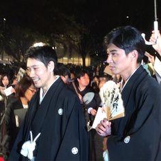 雨になっちゃいましたが東京国際映画祭のレッドカーペット取材してますクロージング作品聖の青春の松山ケンイチさんと東出昌大さん#tiff2016 #聖の青春