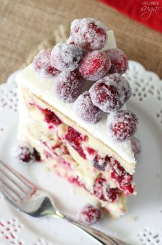 Sparkling Cranberry White Chocolate Cake - super moist vanilla cake full of fresh cranberries, iced with white chocolate icing and topped with sparking cranberries! (chocolate icing recipes for cake) Köstliche Desserts, Holiday Baking, Christmas Desserts, Christmas Baking, Christmas Cakes, Christmas Parties, Christmas Treats, Holiday Cakes, Christmas Cranberry Cake