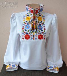Трикотажна блуза з вишивкою