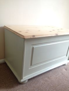 Hand painted pine blanket box. I have sanded the top back to the natural wood. I have painted using grand illusion vintage paints No. 4 Linen. #handpainted #vintagepaints #daisybellefurniture