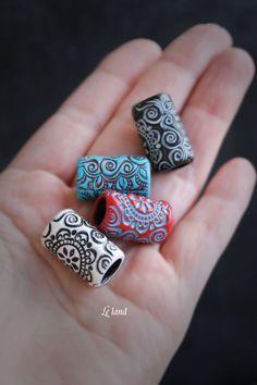 6-13 mm Mandala für Dreadlock Schmuck Perlen fürchten Zubehör Dreadlock Perlen Dreadloc Perlen Polymer Clay Perlen Dreadloc Zubehör Dreadlocks Manschette  Diese Mandala Dread Perlen mit einer Hand gestempelt, aus Fimo hergestellt. Perlen getönten Acrylfarben und Lack bedeckt. (Wenn Sie diese Perle in Kombination andere Farben benötigen, lass es mich wissen, ich werde versuchen, Ihre Anfrage durchzuführen.)  Sie sind sehr langlebig. Farbe oder Verzierung wird nicht verblassen, wasserdicht…