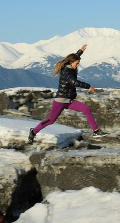 let the cold weather slow you down. Explore Alaska's Outback with the queen of cold weather workouts, Torah Bright. Beach Volleyball, Mountain Biking, Torah Bright, Fitness Fashion, Fitness Style, Women's Fashion, Jogging, Body Training, Outdoor Workouts