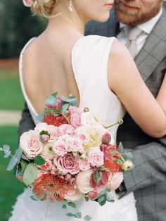 Romantic Bridal Bouquet | Chymo & More Photography on @CVBrides via @aislesociety
