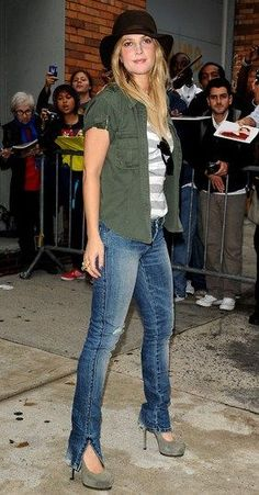 Drew Barrymore (Aug 2010) after the Daily Show, New York City.  Love this casual look!