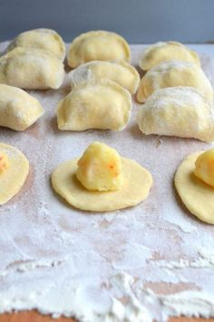 Pierogi 8 ways My Favorite Food, Favorite Recipes, No Cook Appetizers, Snack Recipes, Cooking Recipes, Polish Recipes, Polish Food, Dinner Dishes, Everyday Food