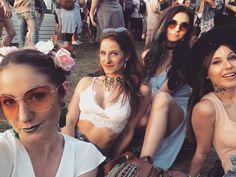 The squad at it again #coachella #festival #festivalchics #coachella2018 #day1 #palmsprings #california #squasgoals Coachella 2018, Palm Springs, Squad, Sunglasses Women, California, Instagram, Fashion, Moda, Fashion Styles