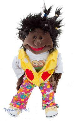 Dascha is een donker en kleurrijke meisjes menspop van 65 cm, ze is helemaal uit te kleden en van Living Puppets