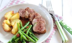 medailonky podle Kuchařky pro dceru Pork Meat, Beef, Learn To Cook, Green Beans, Ham, Food And Drink, Chicken, Dinner, Vegetables