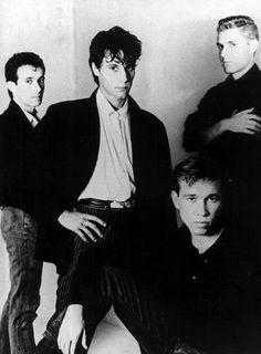 Nacha Pop fue un grupo musical español de los años 1980, formado en medio de la entonces recién nacida movida madrileña.