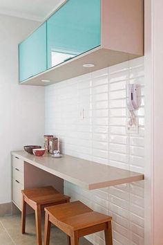 Modern Kitchen Design Ideas - Right right here are 26 tiny along with efficient kitchen area ideas along with layouts to use you styling as well as meaning inspiration. Kitchen Interior, Interior Design Living Room, Kitchen Design, Diy Kitchen, Small Home Offices, Small Apartments, Small Apartment Design, Narrow Kitchen, Cuisines Design