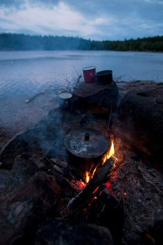 #GILOVEONTARIO  Camp fire and boiling camp kettle with three enamel cups on the shores of Johnny Lake, Killarney Provinical Park, Ontario, Canada. Back to the basics!