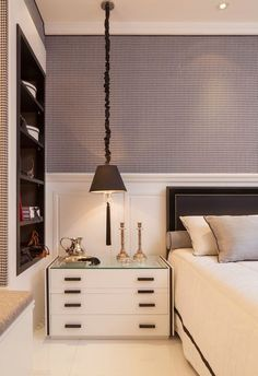 45 ideas bedroom small master modern bedside tables for 2019 Bedroom Apartment, Home Bedroom, Bedroom Decor, Master Bedrooms, Modern Bedside Table, Bedside Tables, Bedroom Layouts, Cool Apartments, Trendy Bedroom