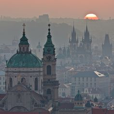 Now I have to get to Prague, too! A reminder to get up early! When the sun welcomes a new day Prague Oh The Places You'll Go, Places To Travel, Places To Visit, Wonderful Places, Beautiful Places, Budapest, Prague Czech Republic, Belle Villa, Eastern Europe
