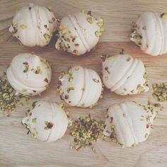 Rose and pistachio meringues with whipped cream