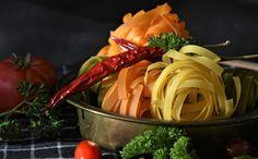 De ce iubim pastele? Food Collage, Tagliatelle Pasta, Eat Seasonal, Food Staples, Learn To Cook, Fresh Herbs, Food Photo, Italian Recipes, Veggies