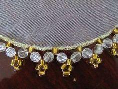 6da81b47163dd Toalhinhas em organza branca, bordados com pedraria acrilica transparente  de bolinhas e com detalhe principal em amarelo ouro( dourado ), para que  combine ...