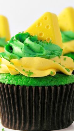 Cheesehead Cupcakes Recipe ~ These colorful Green Bay Packer CHEESEHEAD cupcakes are the perfect treat for game day!!!  Make them in YOUR team colors