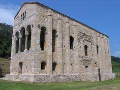 """Iglesia de Santa Maria del Naranco.Oviedo.Su estilo artístico es el denominado arte asturiano o """"ramirense"""", dentro del prerrománico."""