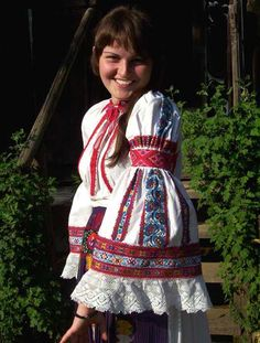 The Romanian Blouse in Calata, Cluj, Transilvania Ethnic Fashion, Boho Fashion, Folk Costume, Costumes, Folk Embroidery, Embroidery Ideas, Bohemian Gypsy, Embroidery Techniques, Traditional Dresses