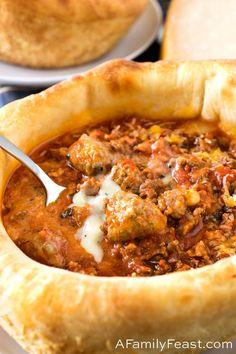 Copycat Olive Garden Pizza Bowl - A Family Feast® Copycat Recipes, Keto Recipes, Dinner Recipes, Cooking Recipes, Pizza Bowl, Pizza Pizza, Crust Pizza, Sheet Pan Pizza Recipe, Garden Pizza