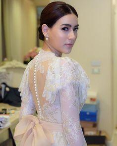 Myanmar Traditional Dress, Thai Traditional Dress, Traditional Outfits, Gala Dresses, Bridal Dresses, Bridesmaid Dresses, Batik Dress, Lace Dress, Lace Peplum