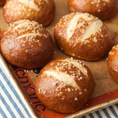 Homemade Pretzel Buns - add a new twist to your burgers this summer by making these delicious pretzel buns at home!