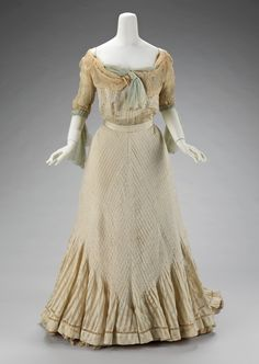 Raoul Lafontan evening dress, 1900-03  From the Metropolitan Museum of Art  LOOK AT THE PLEATS