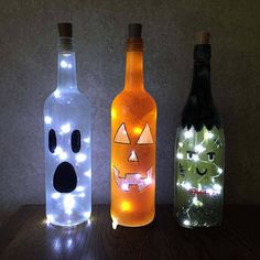 Halloween Wine Bottle Decorations with or Without String Lights - Ghost, Pumpkin, Frankenstein Halloween Wine Bottle Decorations with Lights - Ghost, Pumpkin, Frankenstein Diy Halloween Party, Dollar Store Halloween, Halloween Projects, Diy Halloween Decorations, Bottle Decorations, Halloween Crafts To Sell, Adornos Halloween, Manualidades Halloween, Glass Bottle Crafts