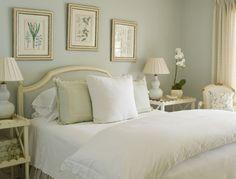 Chambre à coucher en vert, blanc et crème - Green, white and cream bedroom