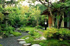 街中で自然を感じる庭: Enatsu Garden Architect / 江夏庭苑事務所が手掛けた庭です。