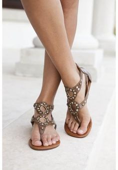 These sandals are pretty adorable!