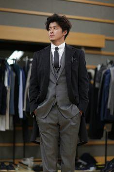 Oguri Shun in Costume Fitting for Rich Man, Poor Woman SP