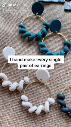 Diy Acrylic Earrings, Diy Clay Earrings, Polymer Clay Projects, Polymer Clay Beads, Clay Keychain, Diy Friendship Bracelets Patterns, Vintage Jewelry Crafts, Resin Jewelry, Jewellery