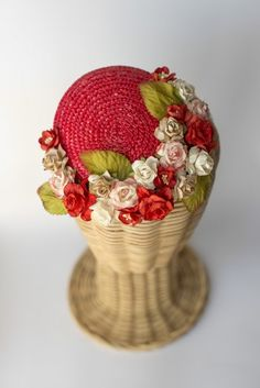 Tocado casquete de paja con flores rojo