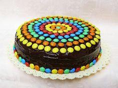 Decora un pastel de manera sencilla y sin complicaciones usando caramelos de colores. No necesitarás tomar ninguna clase de repostería para...