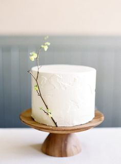 30 Unique Cake Flavor Ideas for a Winter Wedding - - Winter Wedding Cake Flavor Ideas Camo Wedding Cakes, Summer Wedding Cakes, Wedding Cake Flavors, White Wedding Cakes, Elegant Wedding Cakes, Beautiful Wedding Cakes, Wedding Cake Designs, Wedding Cupcakes, Beautiful Cakes