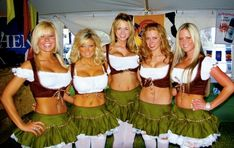 I don't have to imagine what the girls look like in dirndl. I just have to look up some festive pics from recent Oktoberfests in Munich, Germany. Just like these great Oktoberfest photos right here. Oktoberfest Outfit, Oktoberfest History, German Girls, German Women, Octoberfest Girls, Beer Maid, Pretty Movie, Beer Girl, Halloween Disfraces