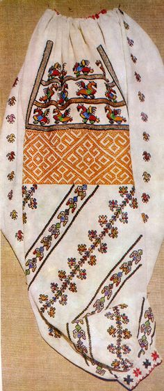 FolkCostume&Embroidery: Costume and Embroidery of Bukovyna, Ukraine, part 1 morshchanka Folk Embroidery, Cross Stitch Embroidery, Embroidery Designs, Folk Costume, Costumes, Scrapbook Room Organization, Making The Band, Folk Clothing, Ukrainian Art