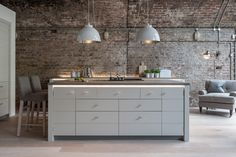 Classic Style Kitchen Furniture Timeless Furniture For Your Home Industrial Kitchen Design, Contemporary Kitchen Design, Interior Design Kitchen, Industrial Style, Neptune Kitchen, Freestanding Kitchen, Kitchen Utilities, Cuisines Design, Ideas