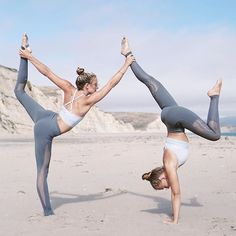 5 Super Effective Yoga Poses To Perform Every Day Acro Yoga Poses, Partner Yoga Poses, Yoga Poses For Two, Yoga Poses For Beginners, Ashtanga Yoga, Iyengar Yoga, Yoga Photos, Yoga Pictures, Yoga Pics