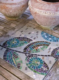 interesting approach to a leaf design. prior pin: Garden mosaic in wooden table
