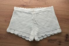 Lacey crochet shorts for summer Crochet Pants, Crochet Clothes, Knit Crochet, Crochet Lingerie, Crochet Bikini, Short Tejidos, Swimsuit Pattern, Crochet Woman, Cute Shorts